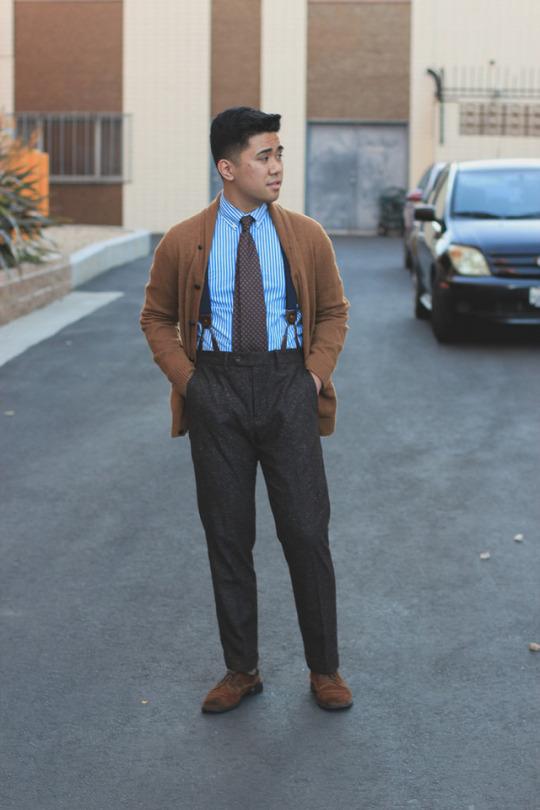 Avec un pantalon en laine le résultat peut faire assez désuet et susciter une franche hostilité de la part des hyper-ploucs. Source : Ethan M. Wong