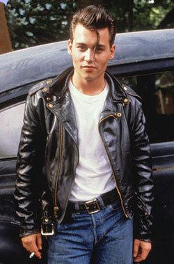 On peut aussi penser à un style rock accompagné d'un jeans et d'un perfecto.