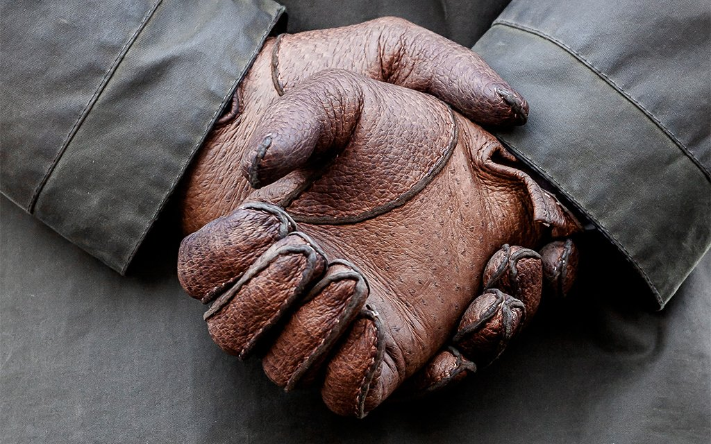 """Gants cousus main. Appréciez la patine du cuir. De la noblesse se cache dans ce que les ploucs appellent """"usure""""."""