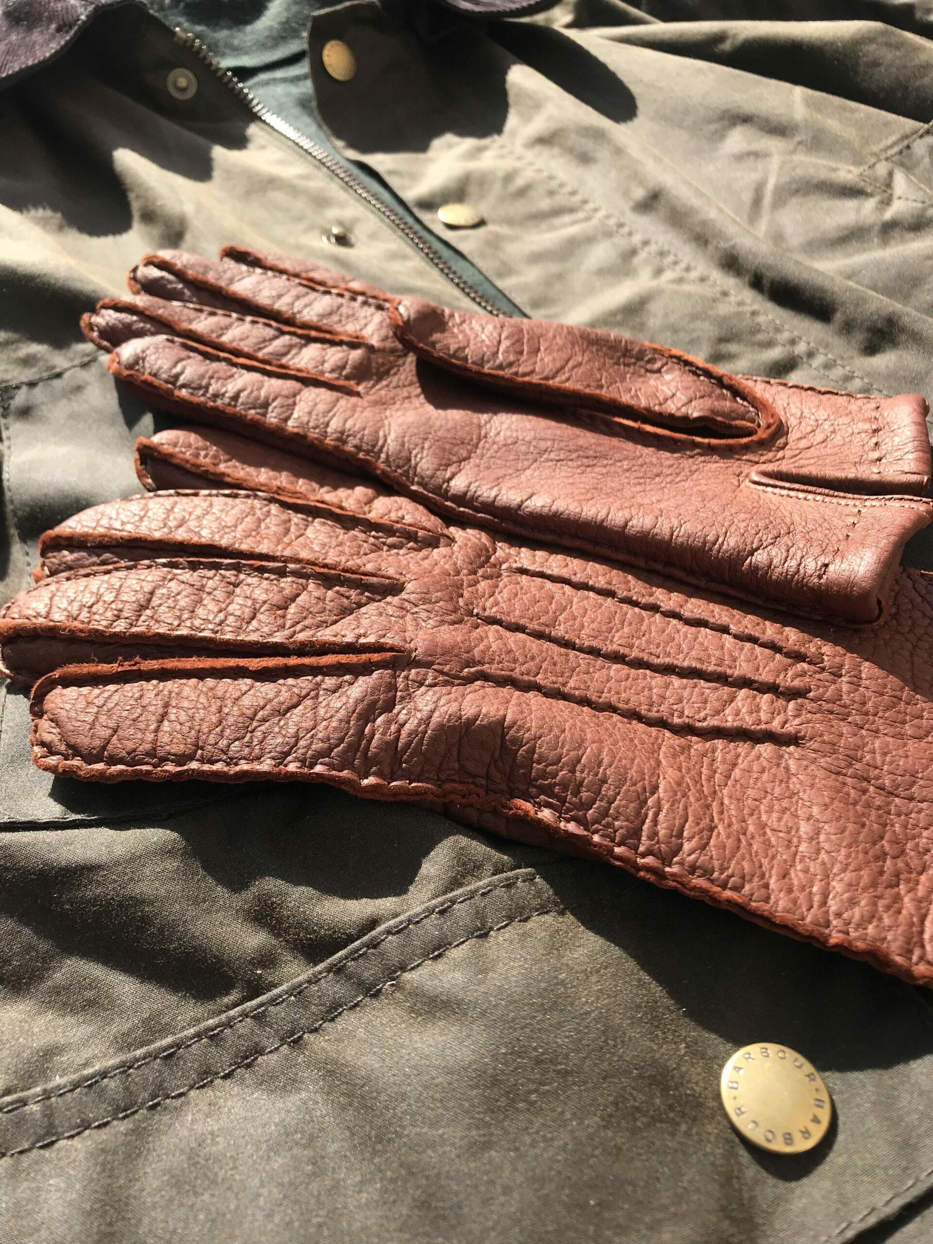 Une idée d'association : gants, Barbour, col roulé sapin (ici de chez Uniqlo).