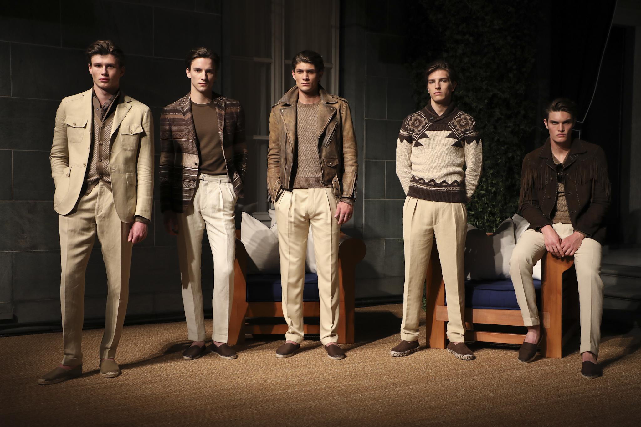 On aime à moitié, c'est-à-dire qu'on aime uniquement le bas. Pourquoi le type de gauche porte un cardigan sous sa veste? Pourquoi porter une veste en cuir?
