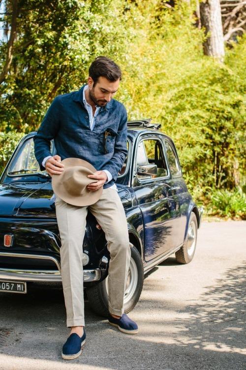 Le sur-popover à poche poitrine pour remplacer la veste. Source : Drake's