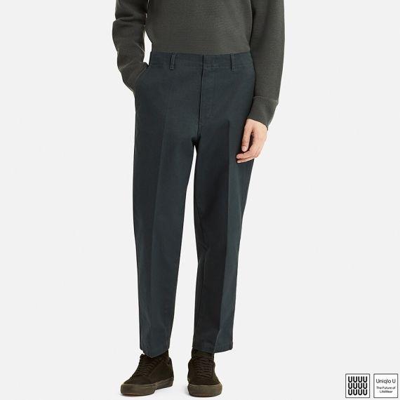 Le prêt-à-porter asiatique avec son influence classique marquée propose des pantalons amples aux tailles relevées.