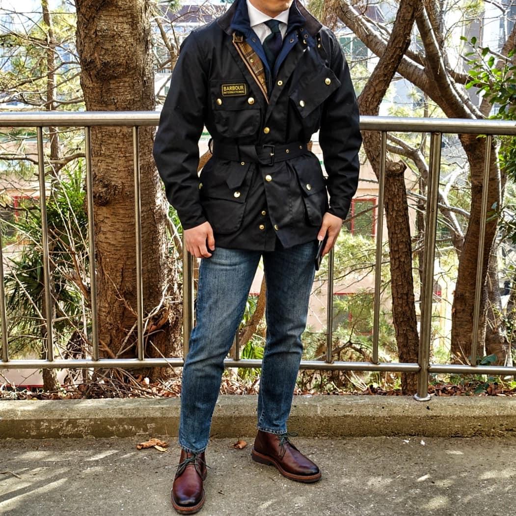 Grâce à leur toile épaisse les jeans peuvent être très ajustés tout en conservant un aspect assez uniforme. Source : @david_park07