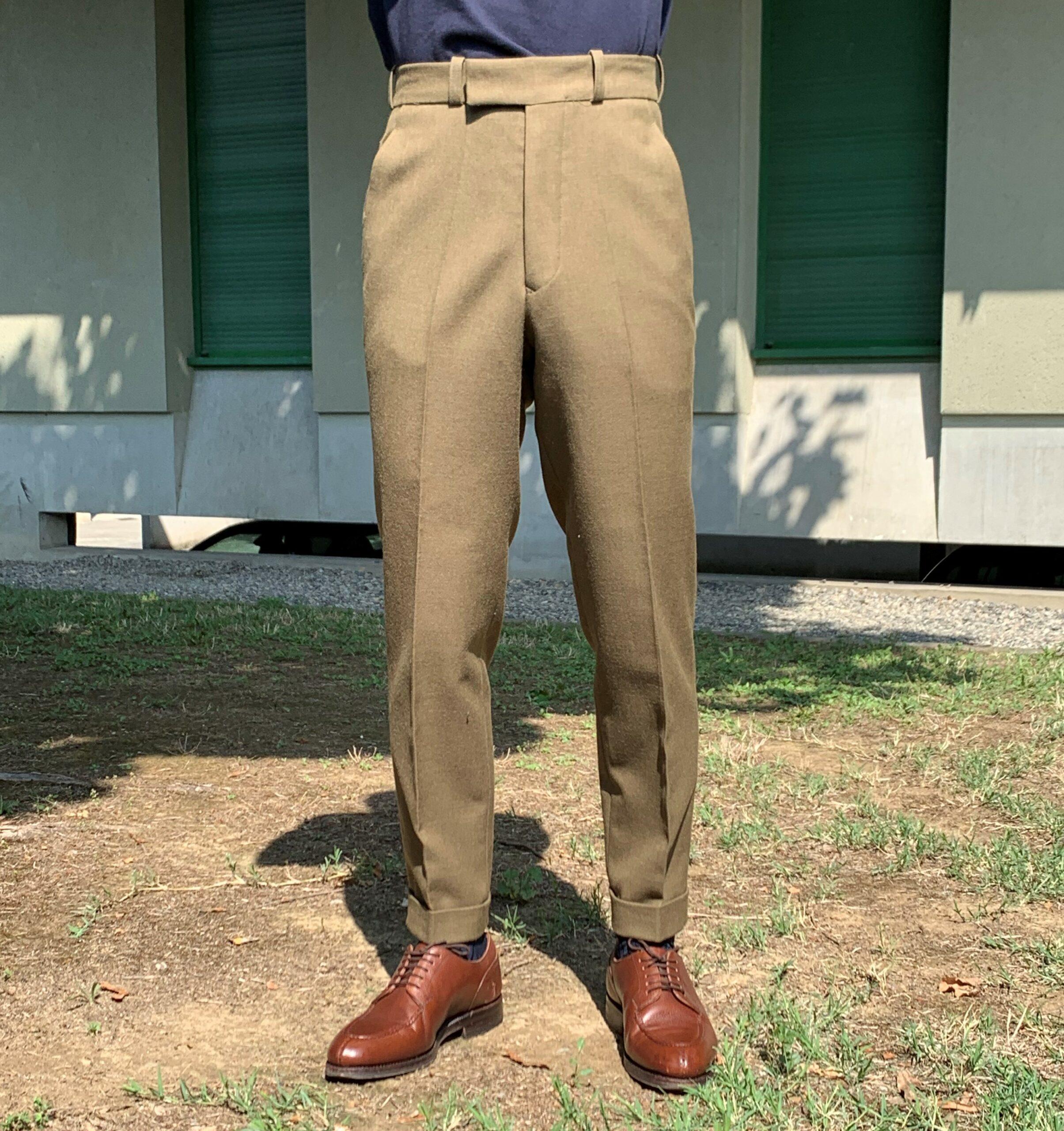 Le même pantalon après quelques retouches. Coût des retouches : 20€.
