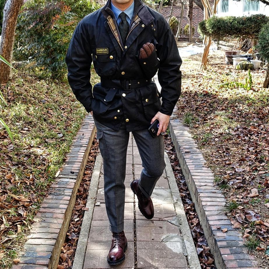Les modèles ceinturés de chez Barbour International sont également très bons. Source : David Park