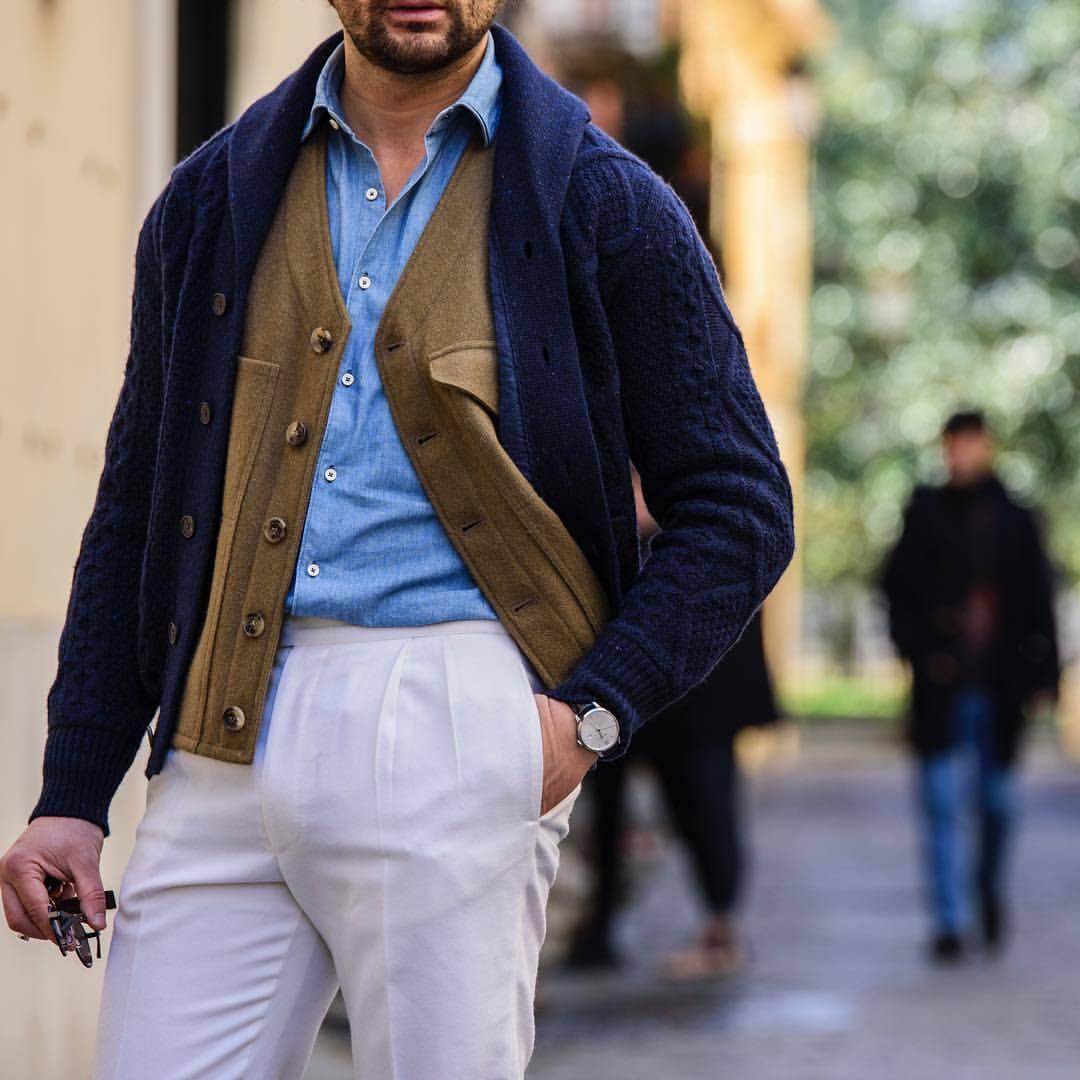 Un cardigan en maille épaisse est par contre toujours intéressant pour remplacer une veste classique. Source : Danilo Carnevale