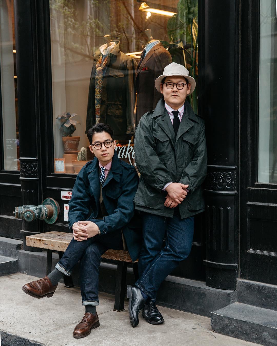 Un derby marron foncé est l'option la plus polyvalente. Ce genre de soulier peut se porter aussi bien avec un jeans qu'avec un pantalon de flanelle. Source : drakesdiary