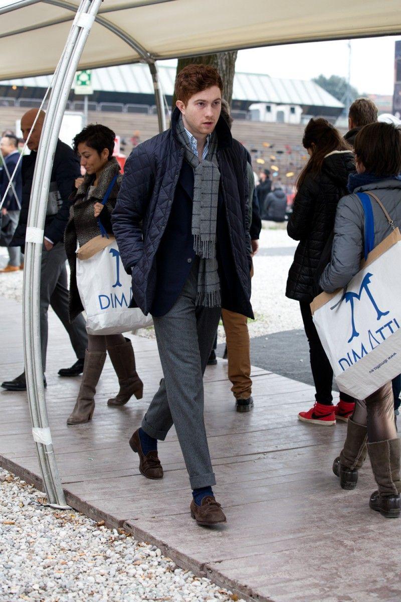"""Sinon les vestes matelassées sont une alternative peu coûteuse contre la pluie. Astuce : vous pouvez la porter sans dénoter avec un costume pour vos entretiens d'embauche. Source : Jake Grantham <a href=""""https://www.sartorialisme.com/husky-barbour-sartorial/""""> On en dit plus sur les vestes matelassées ici</a>"""