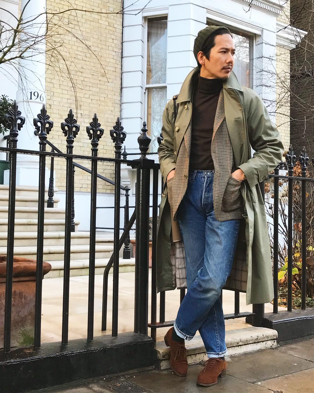 Astuce 1 : choisissez un jeans taille haute et un peu plus ample pour vous exercer au port classique du pantalon. Source : Shuhei Nishiguchi