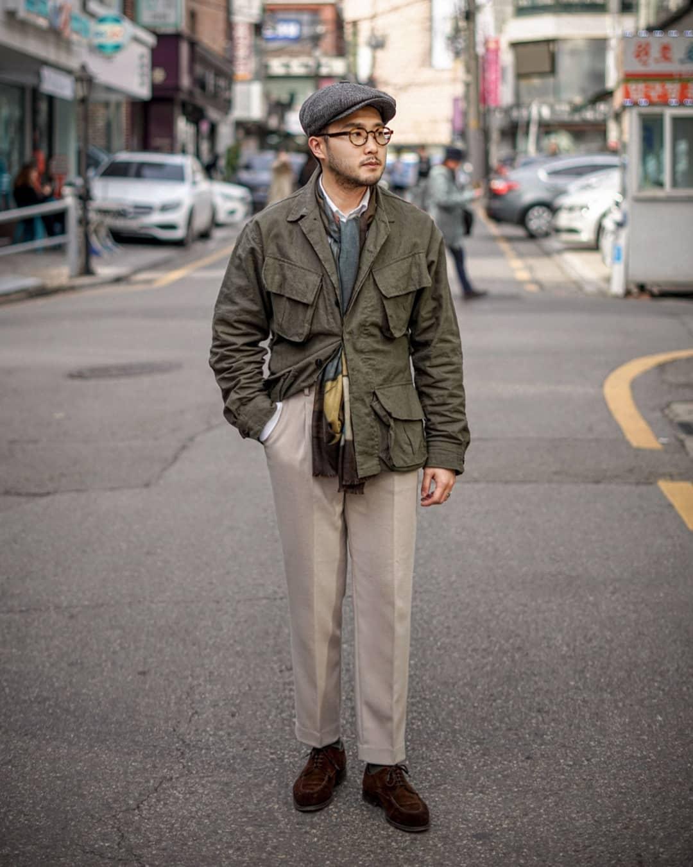 Les vestes militaires dérivées de la célèbre M-65 sont facilement trouvables et font l'affaire aussi bien l'été que la mi-saison. Source : @mqlee_