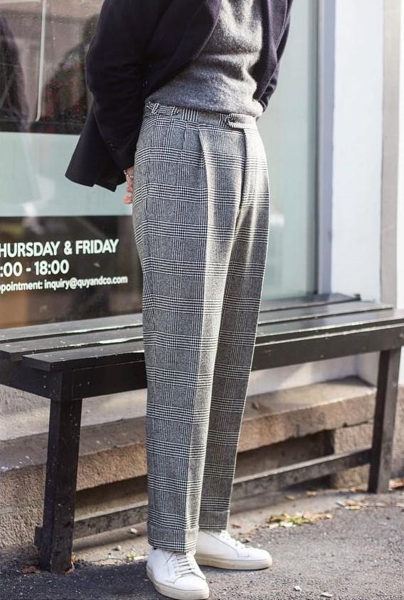 Leur simplicité permet de les porter facilement avec tout type de pantalon. Source : @quyandco
