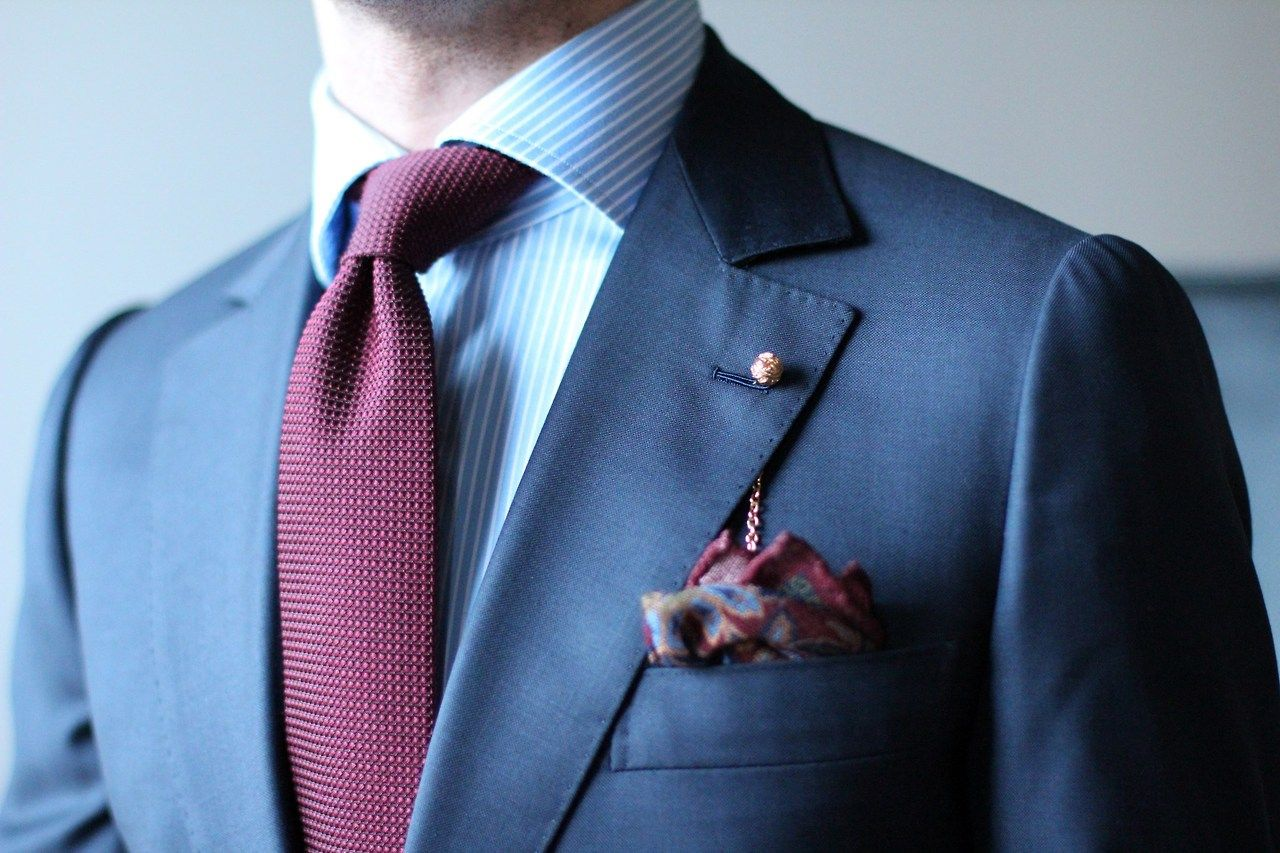 Cette veste est techniquement parfaite. Les lignes d'épaule et de manches sont nettes.