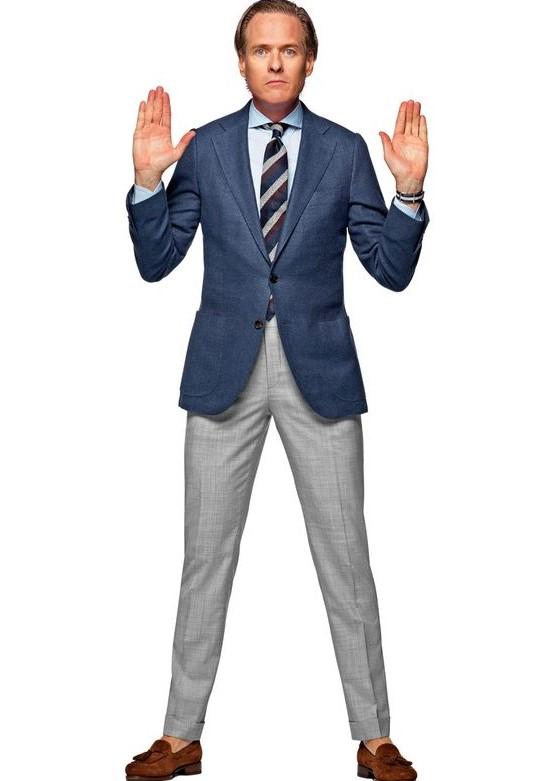 Ici, le boutonnage actif est situé au niveau de la taille, ce qui permet d'avoir un bas de veste arrivant sous la fesse. Contrairement à ce que disent les blogs, ne prenez jamais une veste découvrant vos fesses. Tout au plus, vous pouvez vous permettre ce genre de fantaisie si vous faites autour des 1m50.