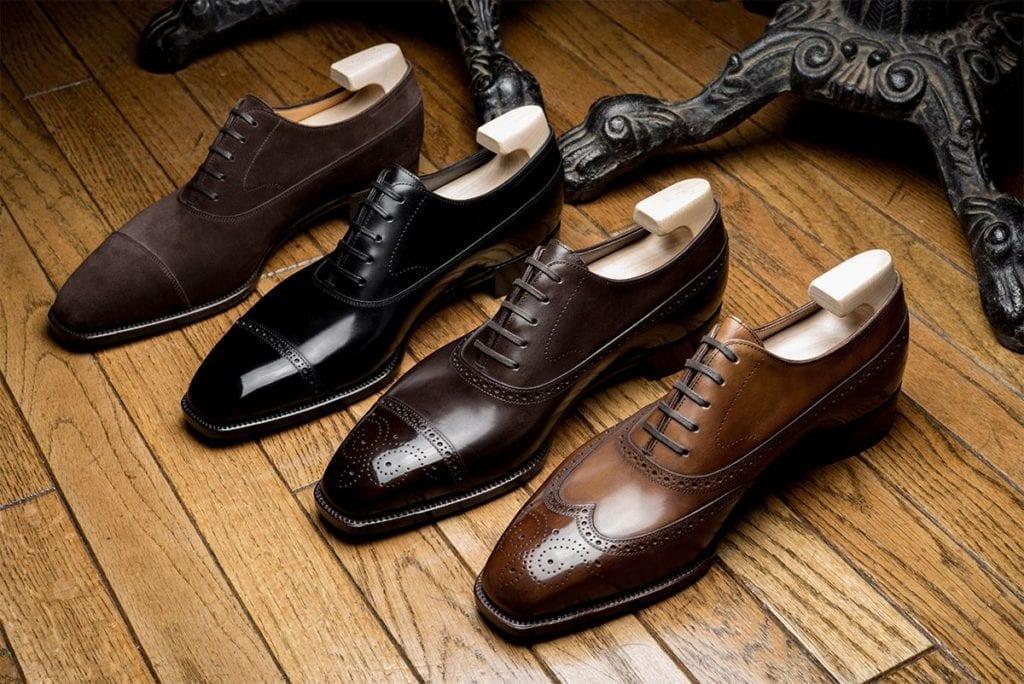 … à un autre. Devinez lesquels méritent l'appellation de souliers. (Source : Thehounds)