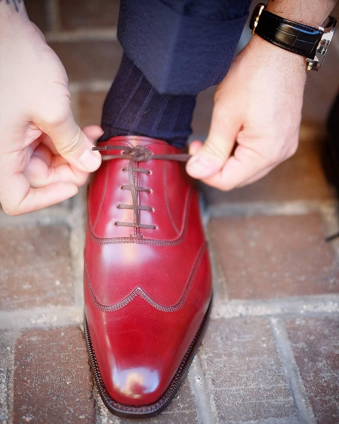 Une paire de richelieu parfaitement adaptée aux pieds du porteur. (Source : Theshoesnobblog)