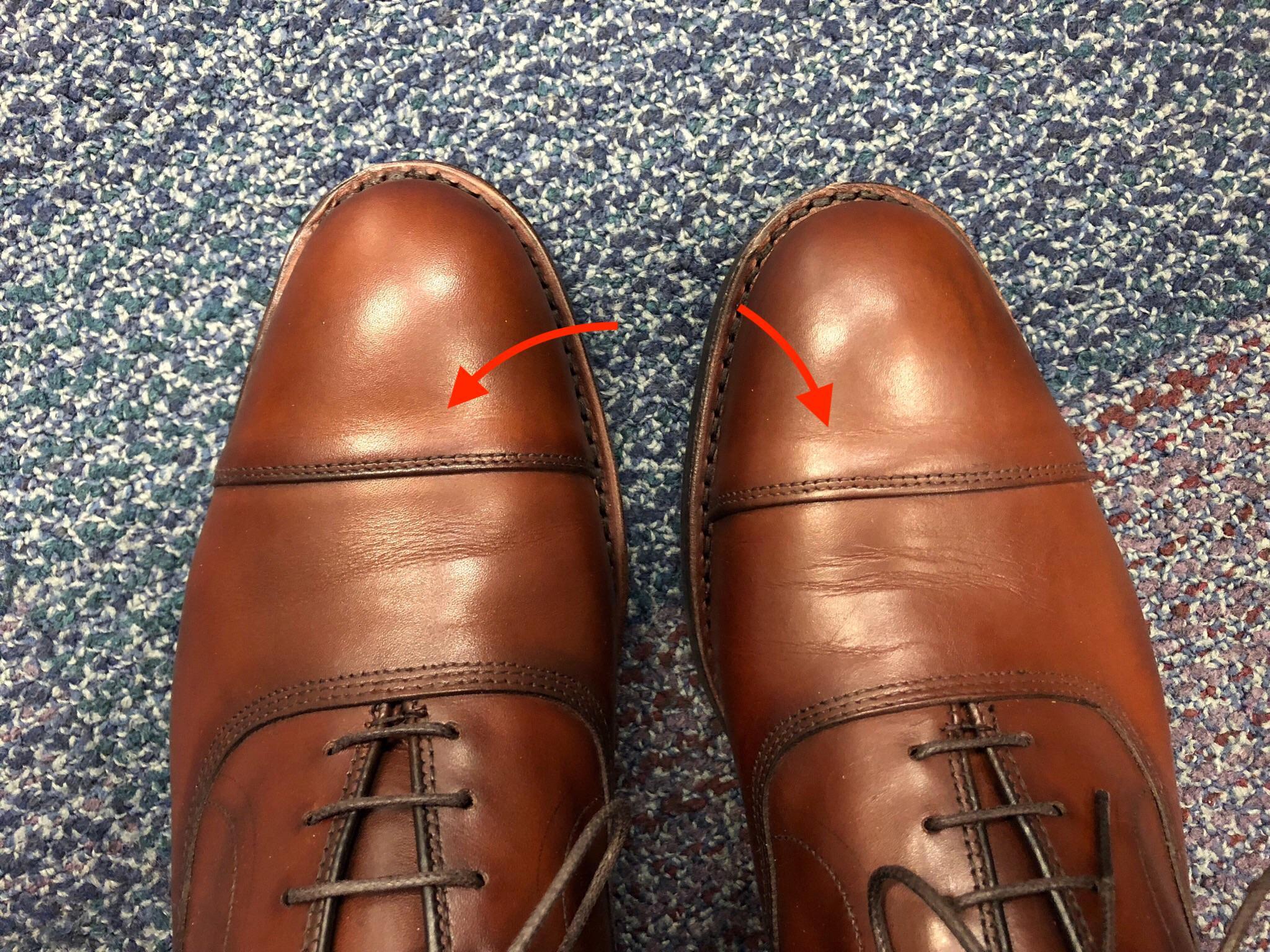 Des plis qu'il est assez commun de voir sur beaucoup de souliers et qu'il est pratiquement impossible à anticiper sans expérience. (Source : Styleforum)