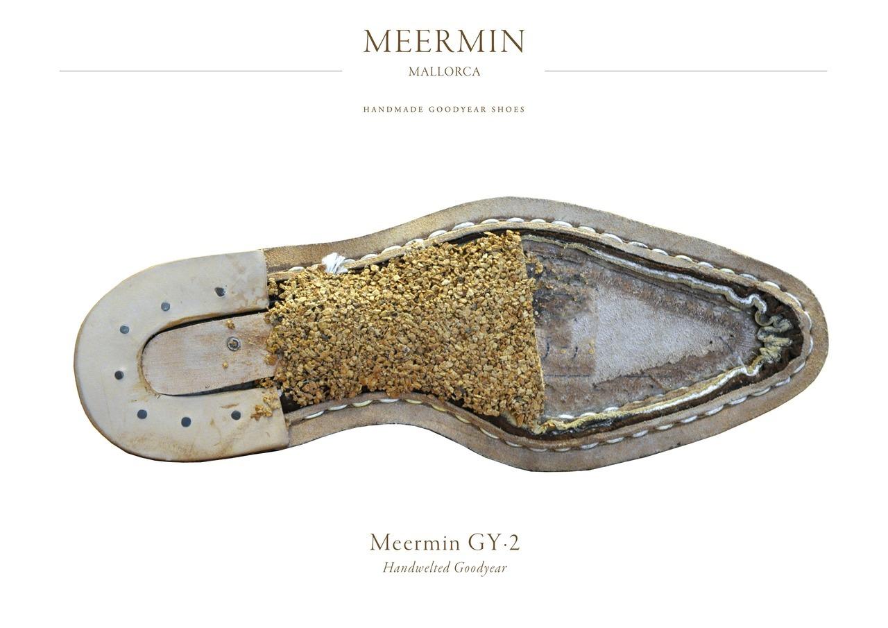 """Un cousu trépointe effectué par Meermin sur leur ligne Maestro. Cette photo est à prendre avec des pincettes puisqu'elle est utilisée par la marque à des fins marketing. Notez l'appellation """"Handmade Goodyear shoes"""" qui est particulièrement savoureuse puisque le Goodyear est toujours fait machine. Les Chinois seraient-ils menteurs ? (Source : Meermin)"""