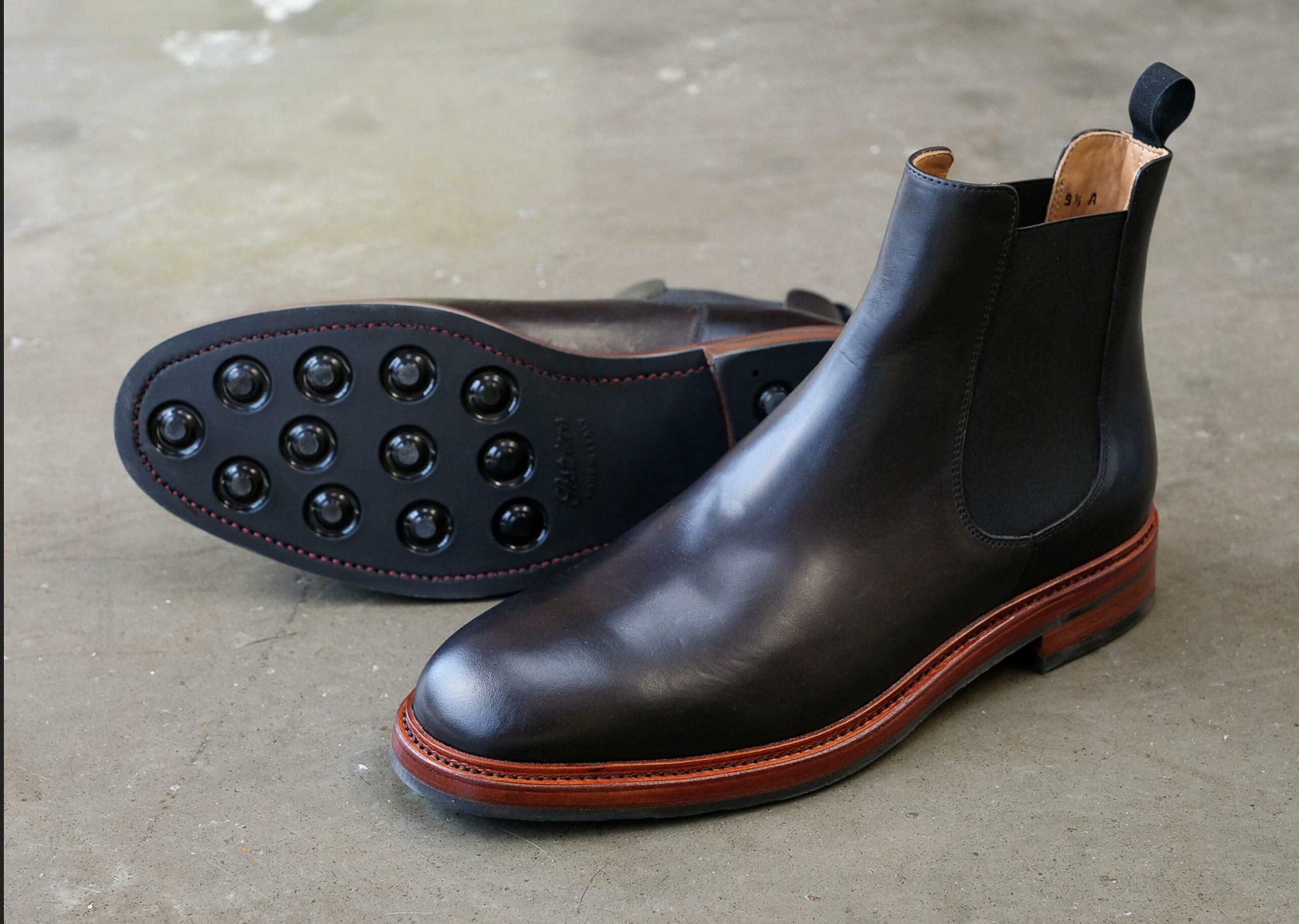 Rider Boot Co, une autre marque Américaine qui produit mal des chaussures chères. Ne vous laissez pas avoir par la storm wetl, elle est fausse. Il s'agit d'un montage Blake. (Source : Rider Boot Co)