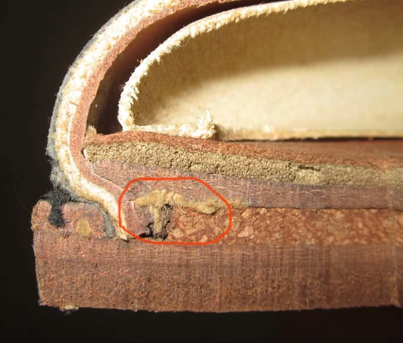 Un mur de montage en situation. Le pâte de liège sert à combler le vide formé par la hauteur du mur. (Source : Shoegazing)