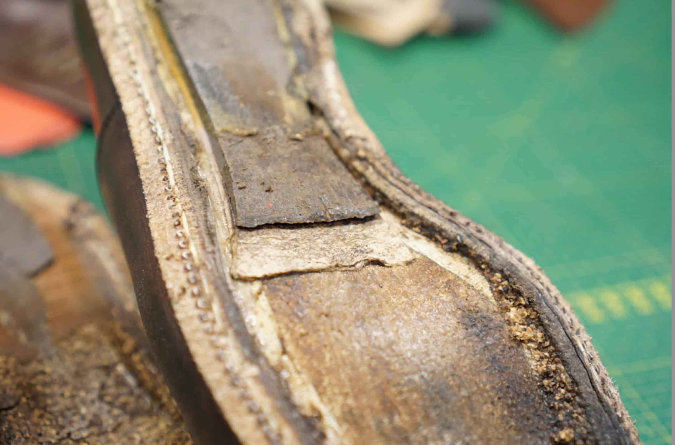 Un cambrion acier sur une paire de Carmina, le cambrion est ici invisible, pris en sandwich entre une pièce de carton et de cuir (salpa?) afin de le protéger.