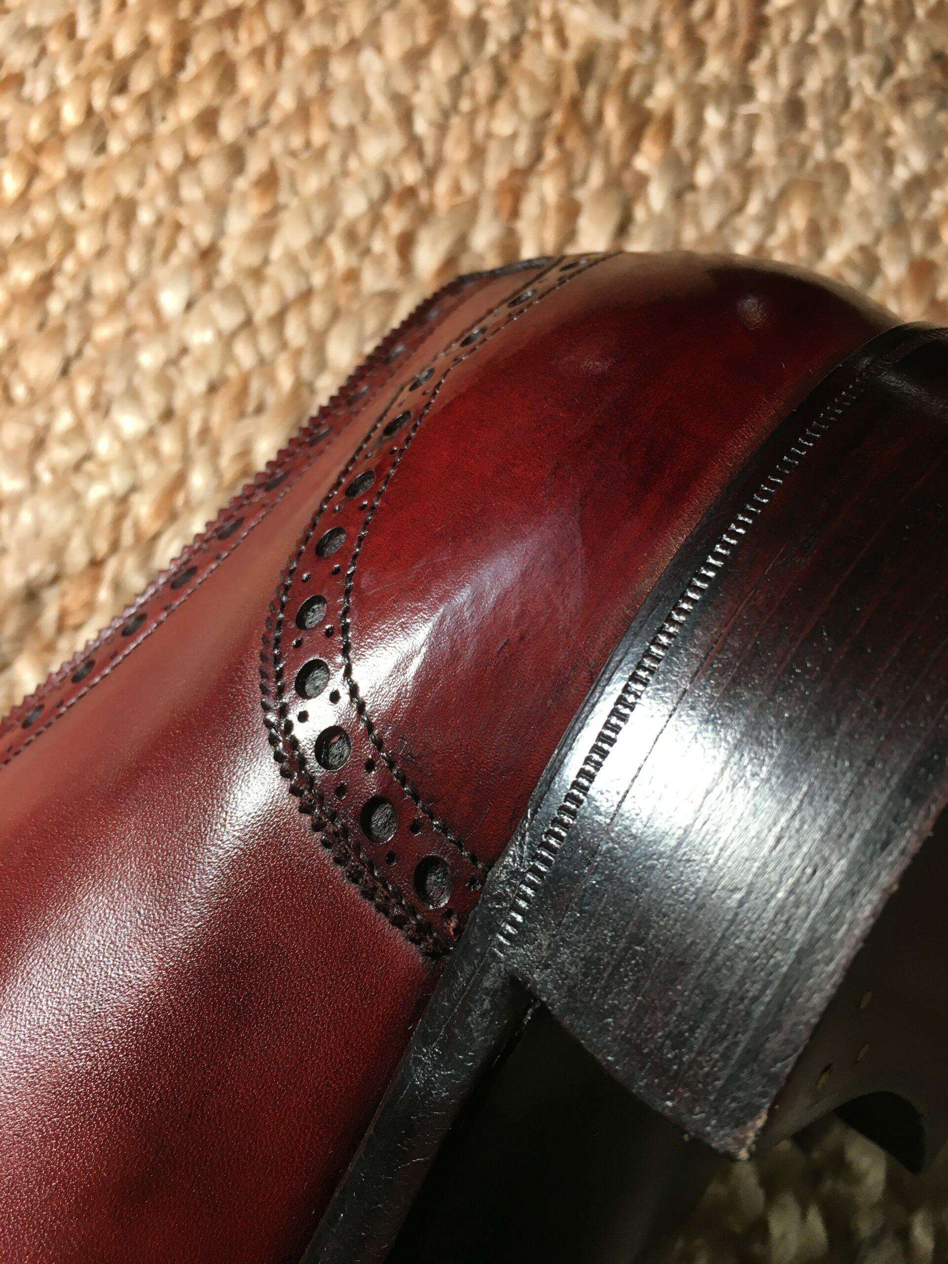 Une paire de Gaziano & Girling avec un cuir légèrement veiné au niveau du contrefort, un endroit peu visible mais qui démontre bien, s'il en était besoin, que même sur des pompes à plus de 600 euros le cuir n'est pas toujours parfait. (Source : Reddit)
