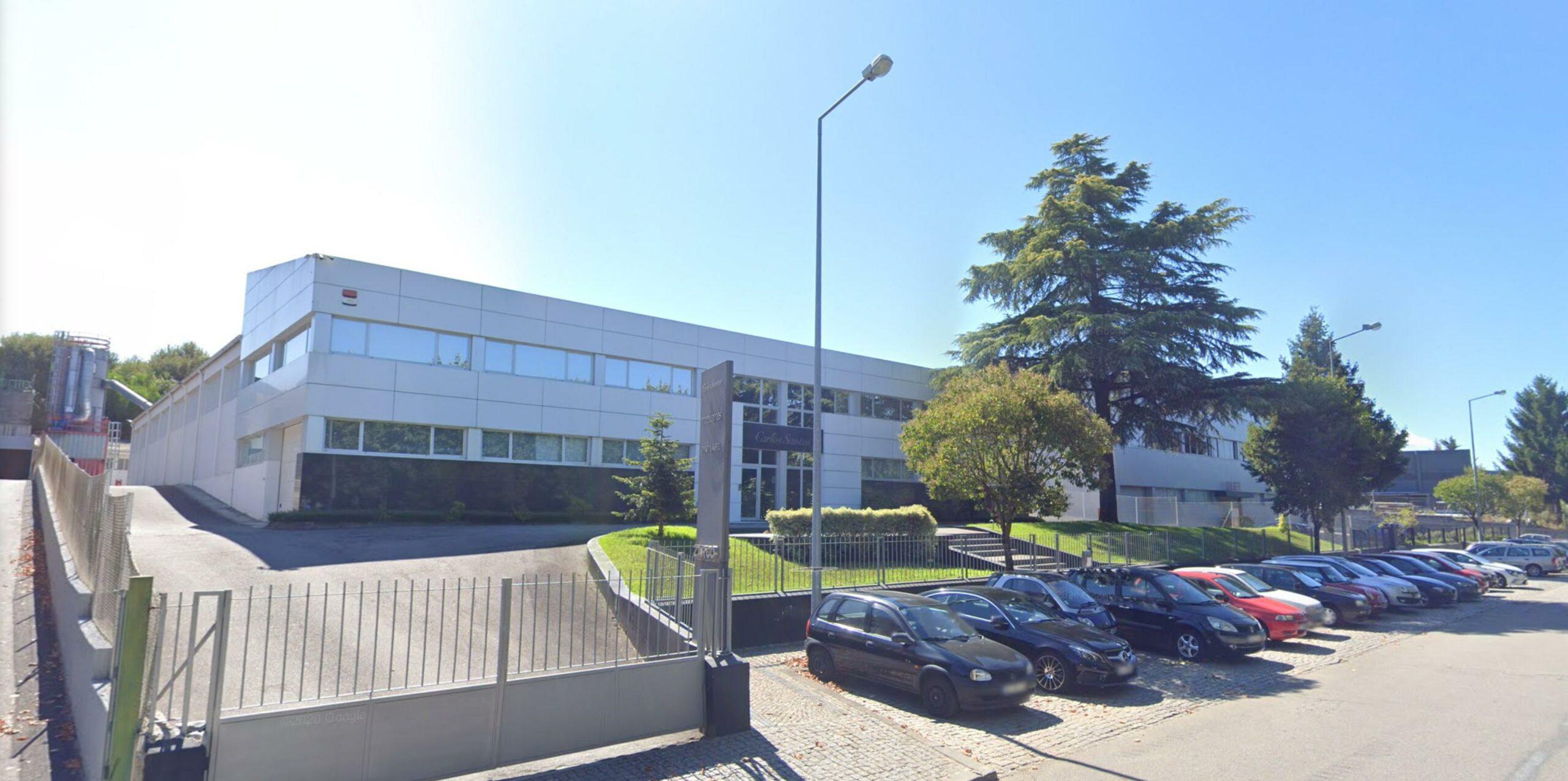 """L'usine de Carlos Santos (Zarco) au Portugal. Souvent décrite par les marques qui y font fabriquer comme """"un petit atelier"""", une """"maison familiale"""" ou je ne sais encore quelle autre ineptie. C'est une usine comme il en existe des millions et c'est tout. (source : google)"""