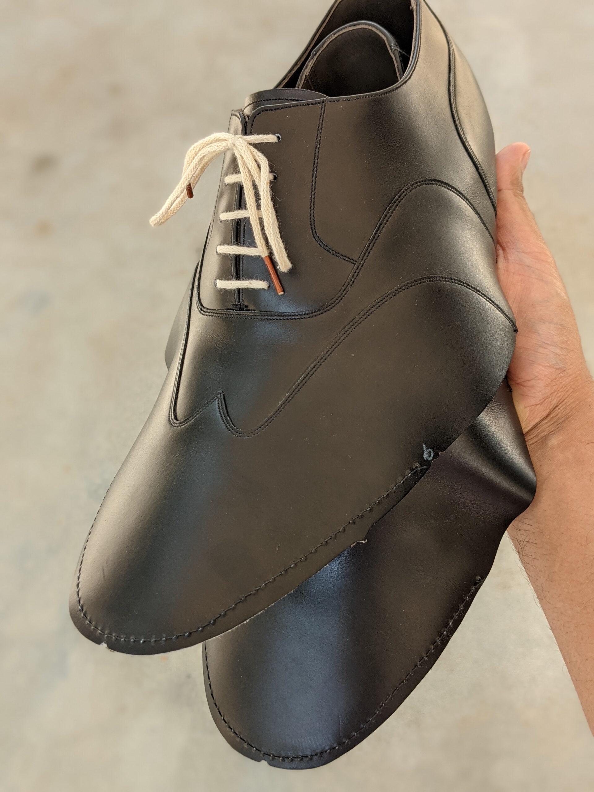 La tige de ma paire avant le montage. Le cuir est propre et n'a pas encore reçu la moindre couche de finition. (Source: Bridlen)