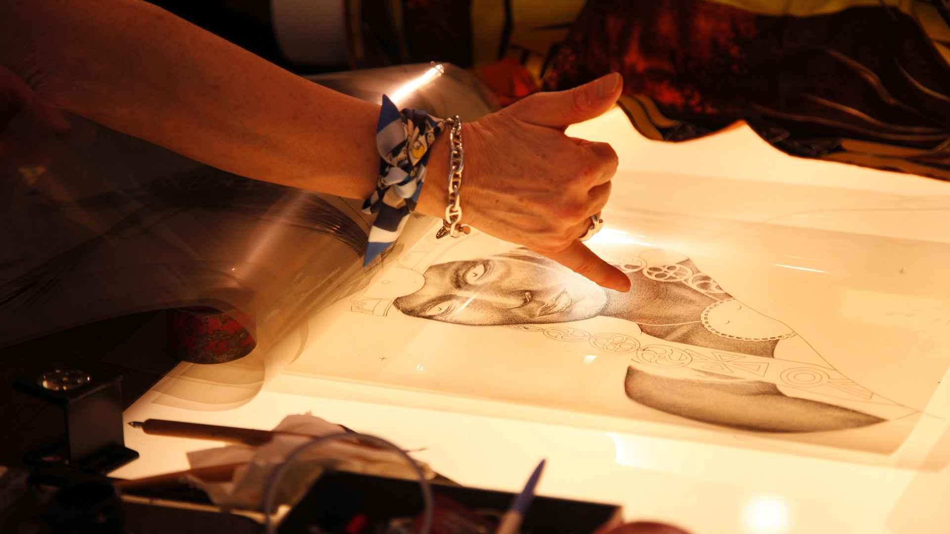 Une gravure qui va servir à fabriquer un cadre sérigraphique à partir duquel la soie sera imprimée. (Source: Hermès)