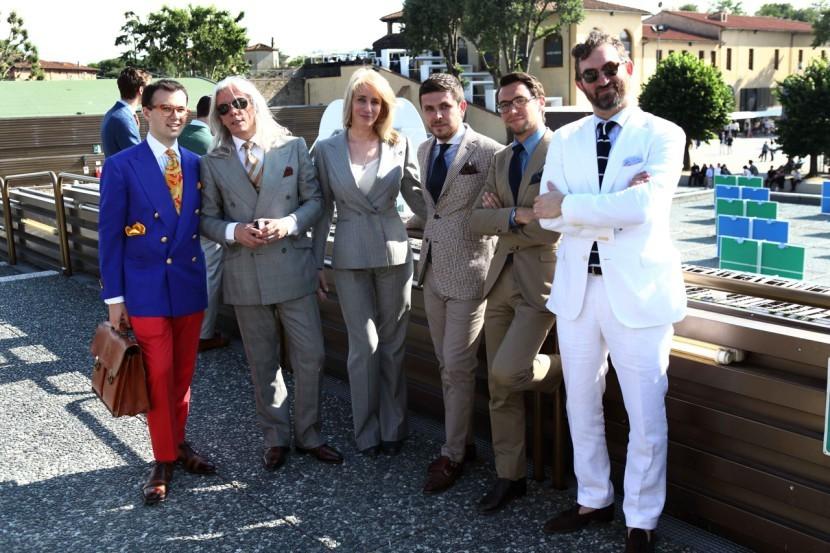 Gianni en compagnie d'une partie de ses gagneuses au Pitié Uomo. (Source: Parisiangentleman)