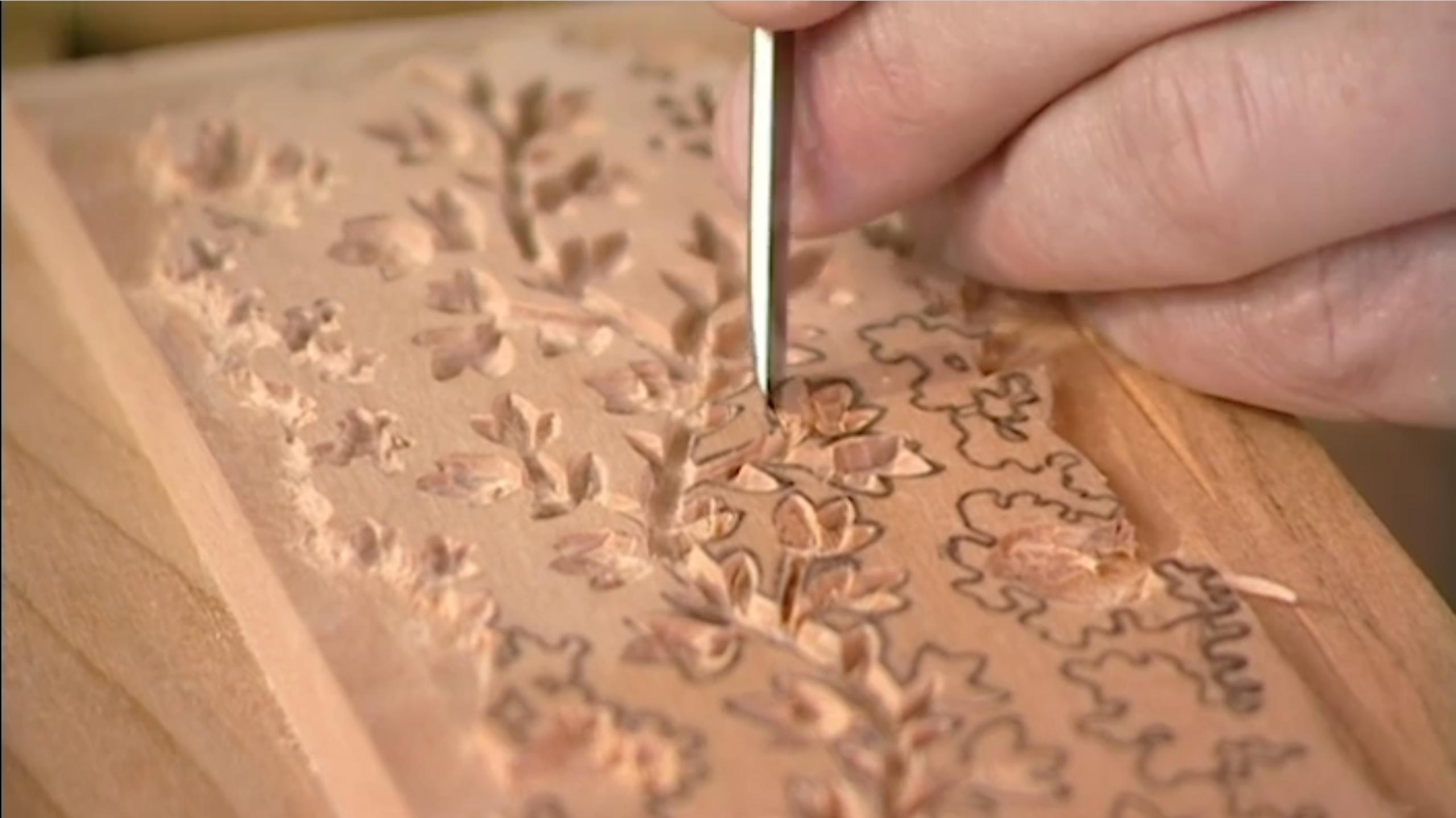 La gravure d'un bloc est une étape chronophage et délicate à réaliser. (Source: Channel 4)
